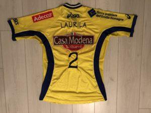 Petteri Laurilan vuonna 2002 käyttämä pelipaita Italian A1-liigan finaaleissa.